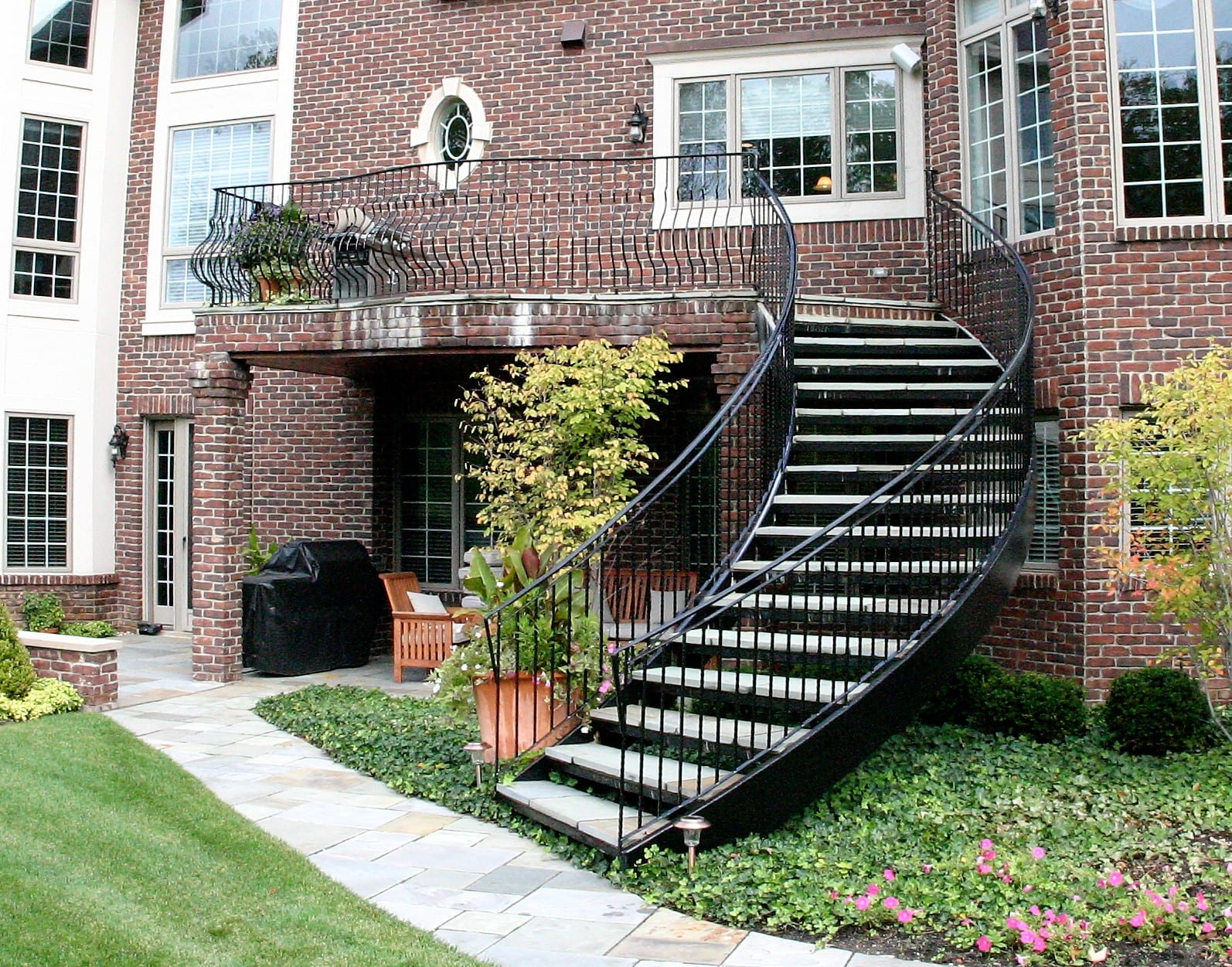 Picture of: Curved Staircase Wrought Iron Belly Rail Great Lakes Metal Fabrication