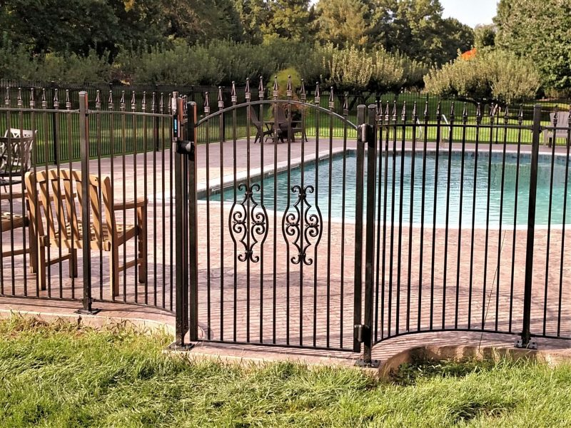 Spear Top Pool Fence With Curved Gate Great Lakes Metal