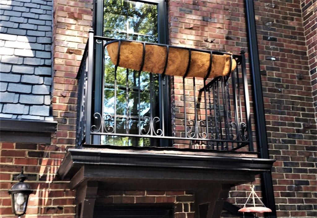 wrought-iron-juliet-balcony-metal-juliet-balcony-railing-planter-box-balcony-rail-juliette-balcony-railing